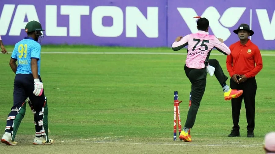 Shakib Al Hasan Apologizes For Rude On-Field Behavior With Umpire And  Kicking Off Stumps During Dhaka Premier League Match